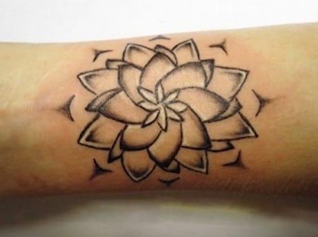 Intuitivní tetování: Lotosový květ